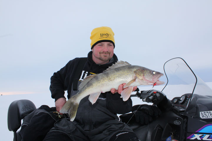 Lindy land go big or go home for late ice 39 eyes for Red lake ice fishing